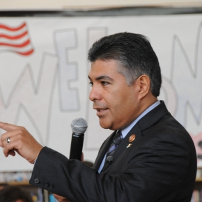 Sun Valley Middle School Hosts Congressman Cardenas